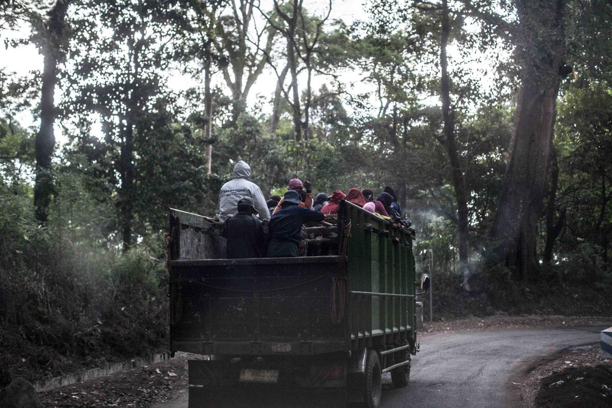 La Balade du Jour : Sur les volcans de Java en Indonésie ! Par Eva Cassou (BonusVid.13mn) Java-EvaCassou-LesOthers-33