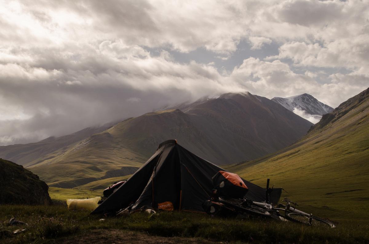 La Balade du Jour : Une traversée du Kirghizistan à vélo ! Par Natacha de Mahieu Natacha-Mahieu-Kirghizistan-lesothers-10