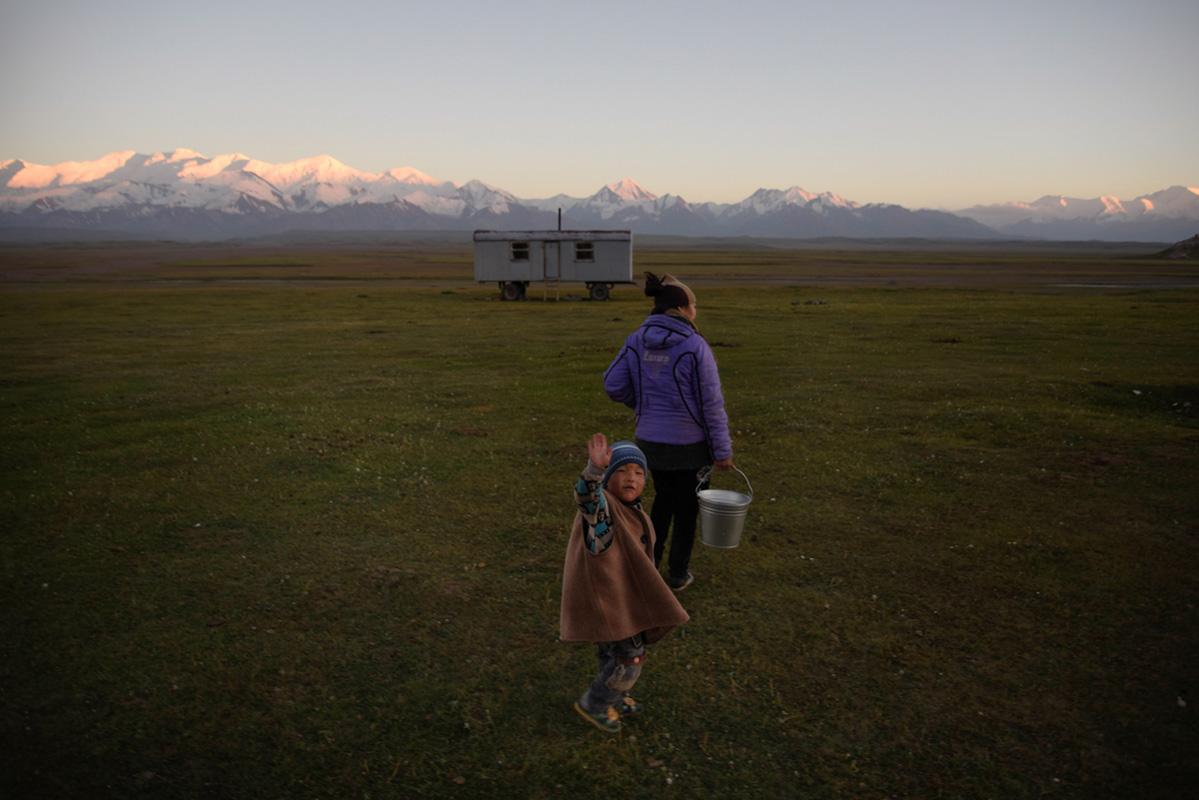 La Balade du Jour : Une traversée du Kirghizistan à vélo ! Par Natacha de Mahieu Natacha-Mahieu-Kirghizistan-lesothers-12